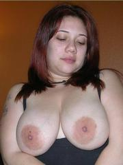 Shaved chubby gf shows herself and..