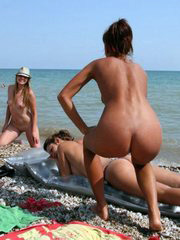 Nudist and naturist amateur girls and..