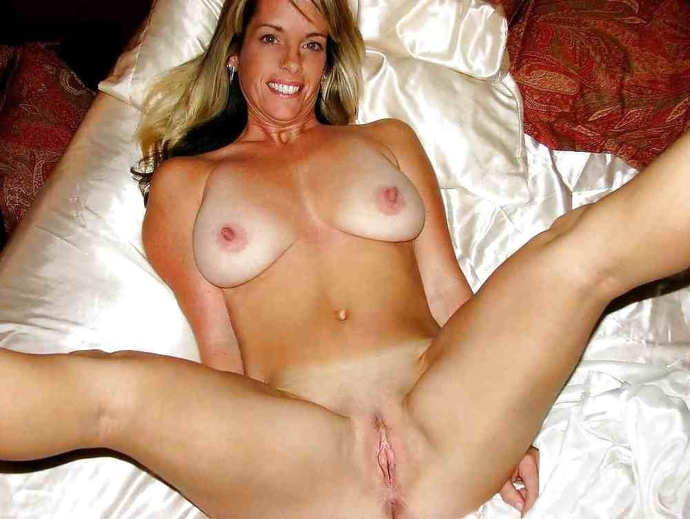 hot outdoor cougar nude