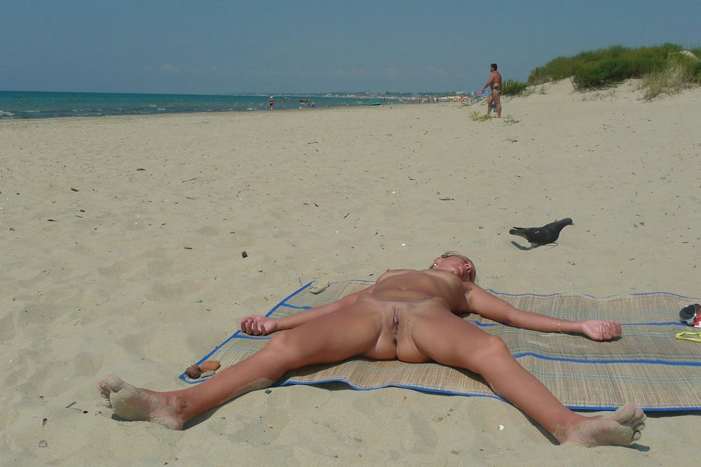 голышом фото на пляже