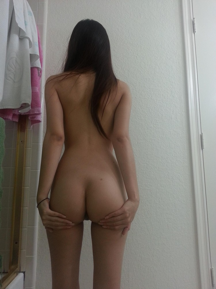 description amateur girls photographed their asses and posted in the