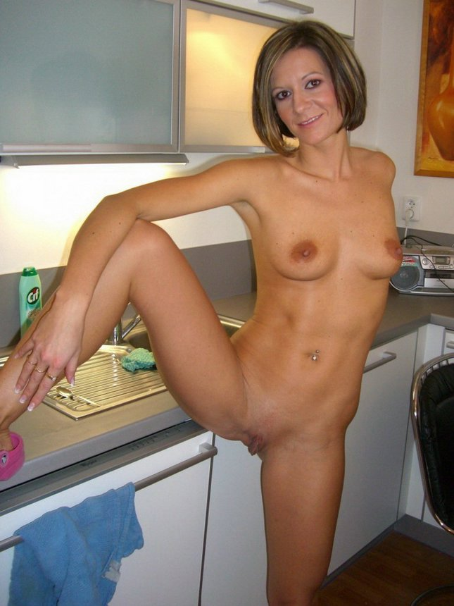 free gallery housewife double dildo