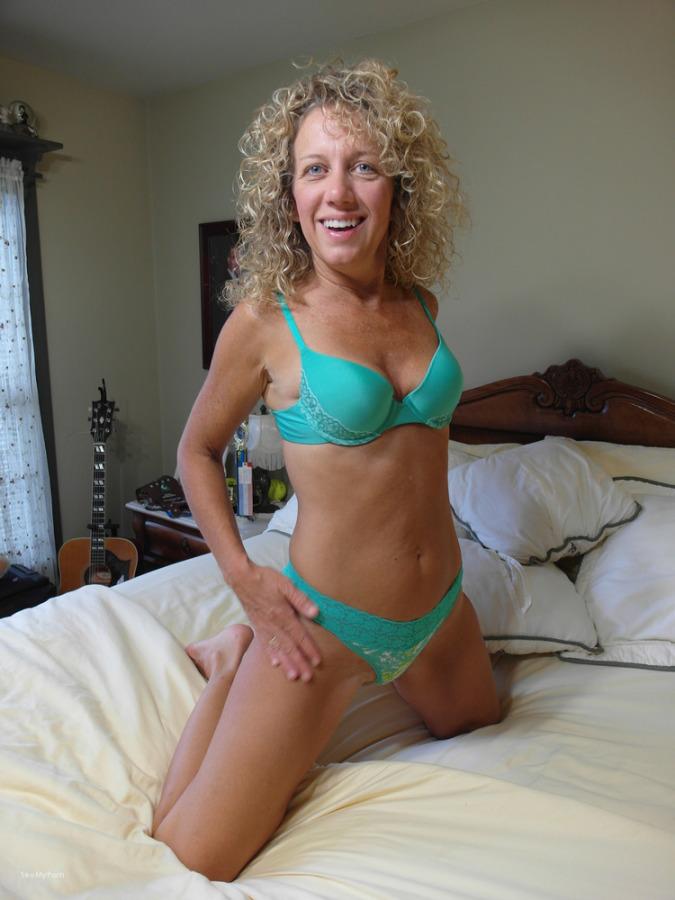 ginger klixen webcam slut loves to show off her sexy body