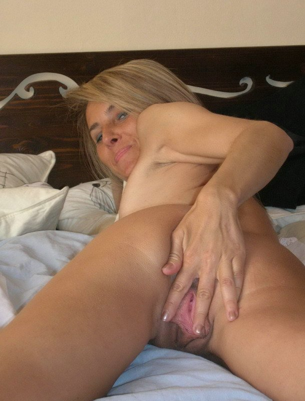 Delightful middle aged woman in an interracial threesome 2