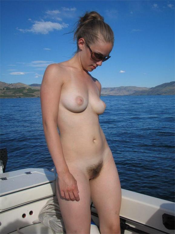 Amateur Nude Chicks on Boats, Naked Boating Pictures