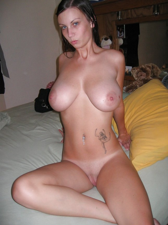 ... tattoo taking off towel and showing her juicy big boobs after shower