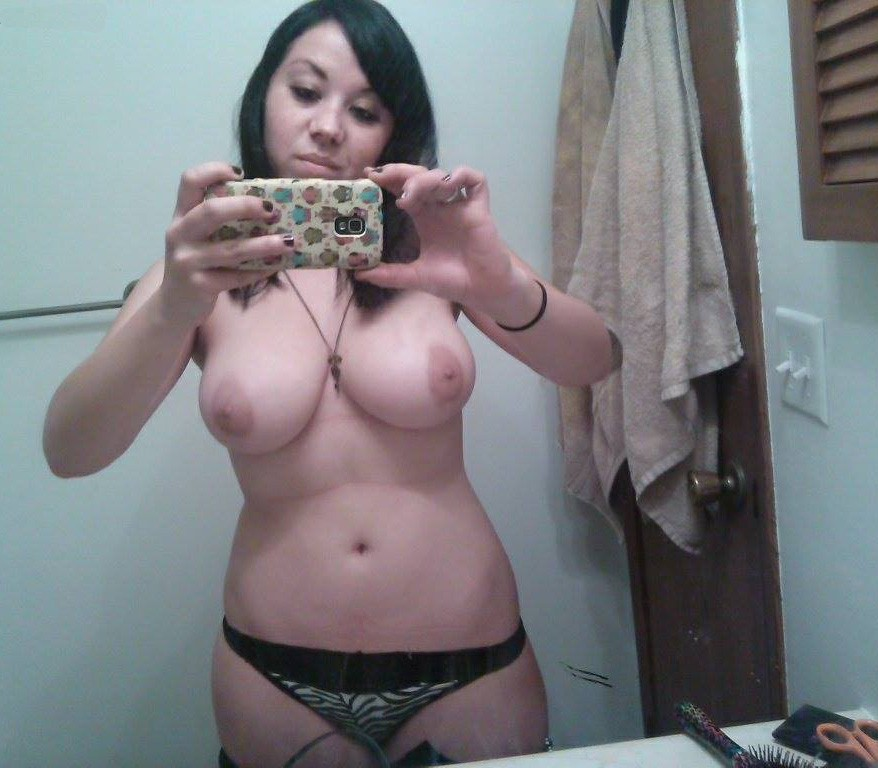 Latina Amateur Takes A Selfie All Nude