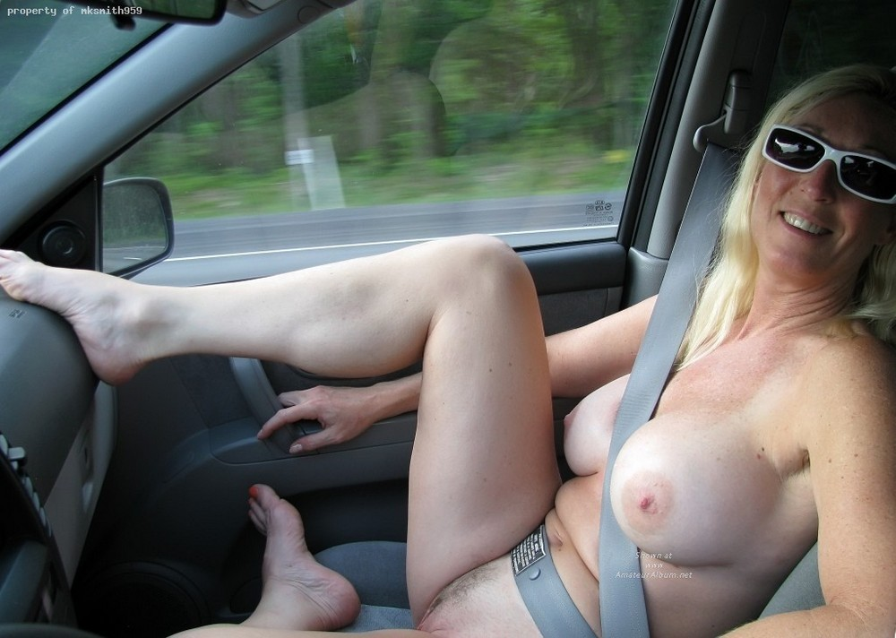 Are Wife naked in car due time