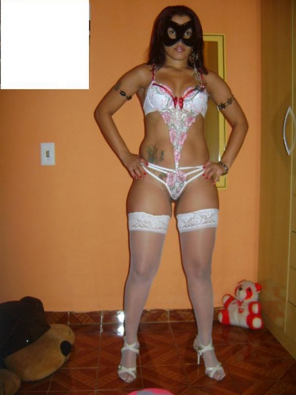 Masked Brasilian gf shows her hot body