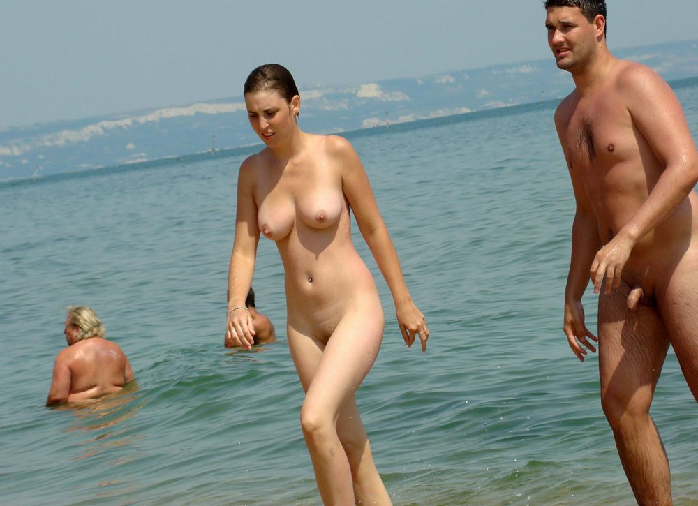 celebrities couples sex topless on beach