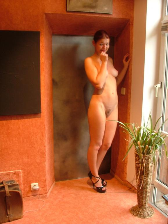 Sexy Austrian Wife Shows Her Hot Naked Body-6120